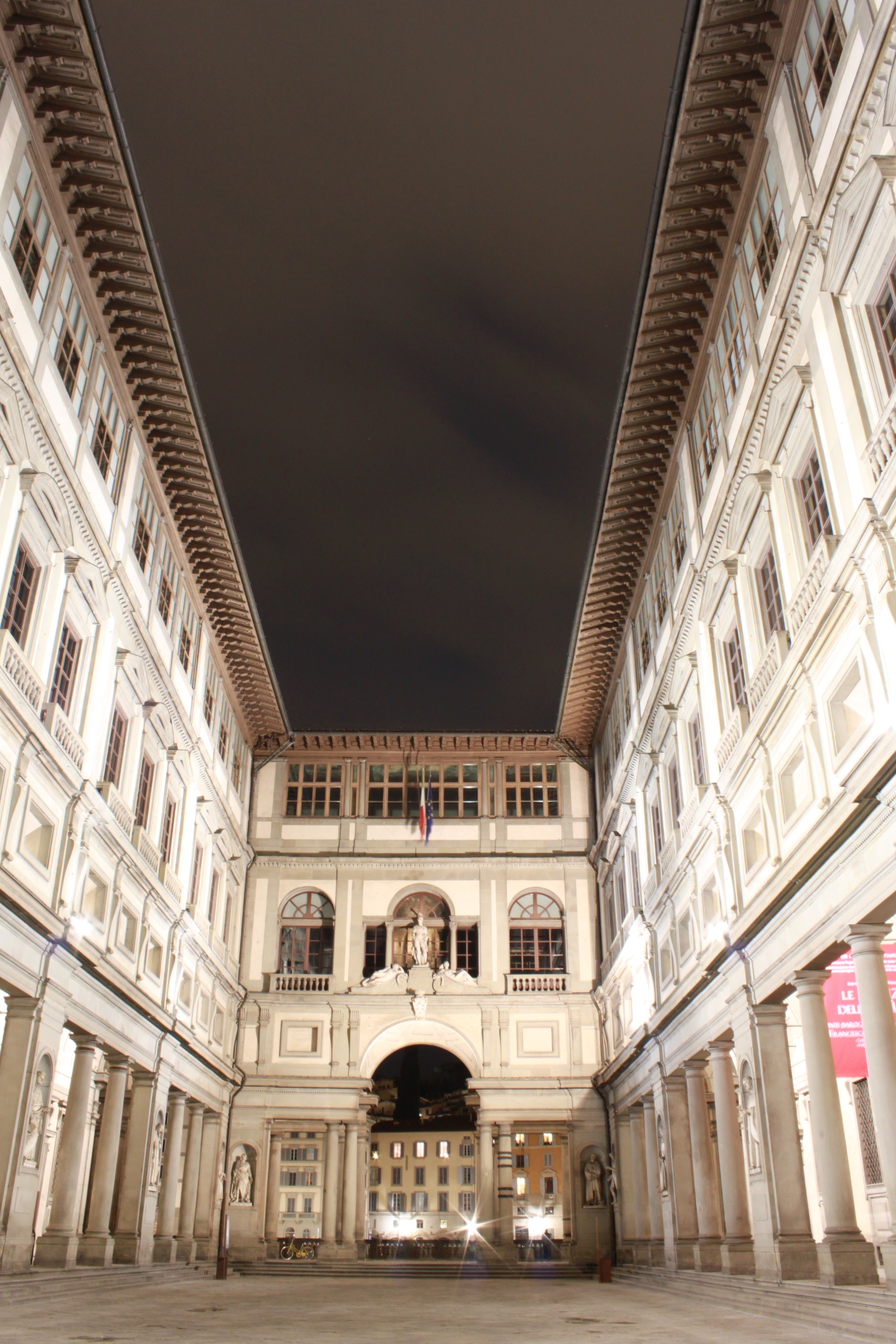 uffizi-by-night